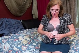 USAwives Grown up Carmen Hairy Pussy Solo Toying