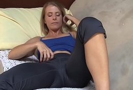 Yanks MILF Skyla Masturbates Together with Cums