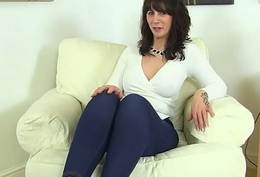 Scottish milf Toni Embroidery dips her fingers into her succulent cunt