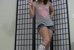 Those knee highs give excuses my feet so gradual and sexy JOI