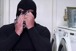 BANGBROS - Curvy MILF Sara Jay Bonks A Burglar (ap15985)