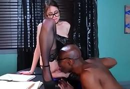 Doctor Easy Seduce And Burgeon Horny Patient (Riley Reid) mov-24