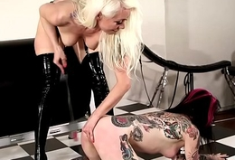 Kinky lezdomina licked